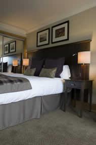 Old Loans Inn Troon Scotland Bedroom Image